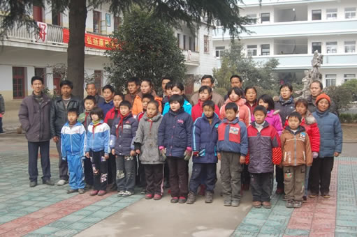 Jining Hu and the students